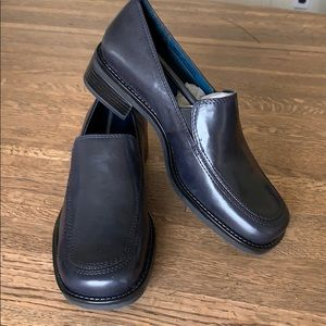 NAVY LEATHER LOAFER HEELED TOWSON